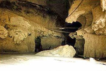 แหล่งโบราณคดีถ้ำช้างเล่น