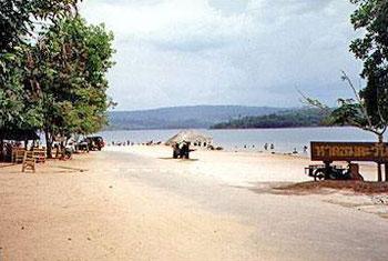 หาดชมตะวัน