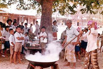 การกวนข้าวอาซูรอ (ขนมอาซูรอ)